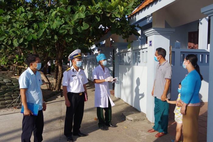 Quân dân đảo Trường Sa siết chặt công tác phòng chống dịch trước ngày bầu cử - Ảnh 1.