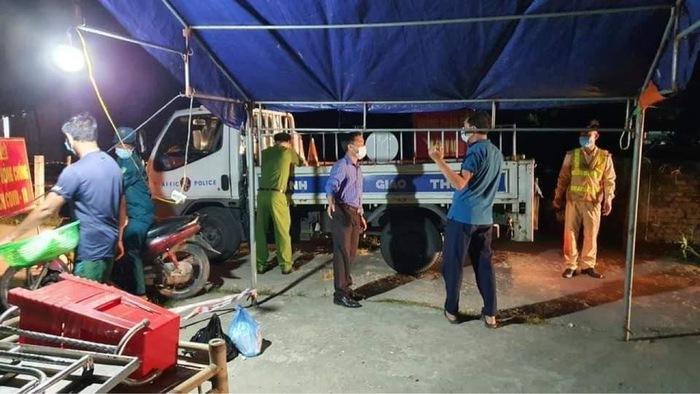 Một thôn ở Hà Tĩnh được dỡ bỏ lệnh phong tỏa  - Ảnh 1.