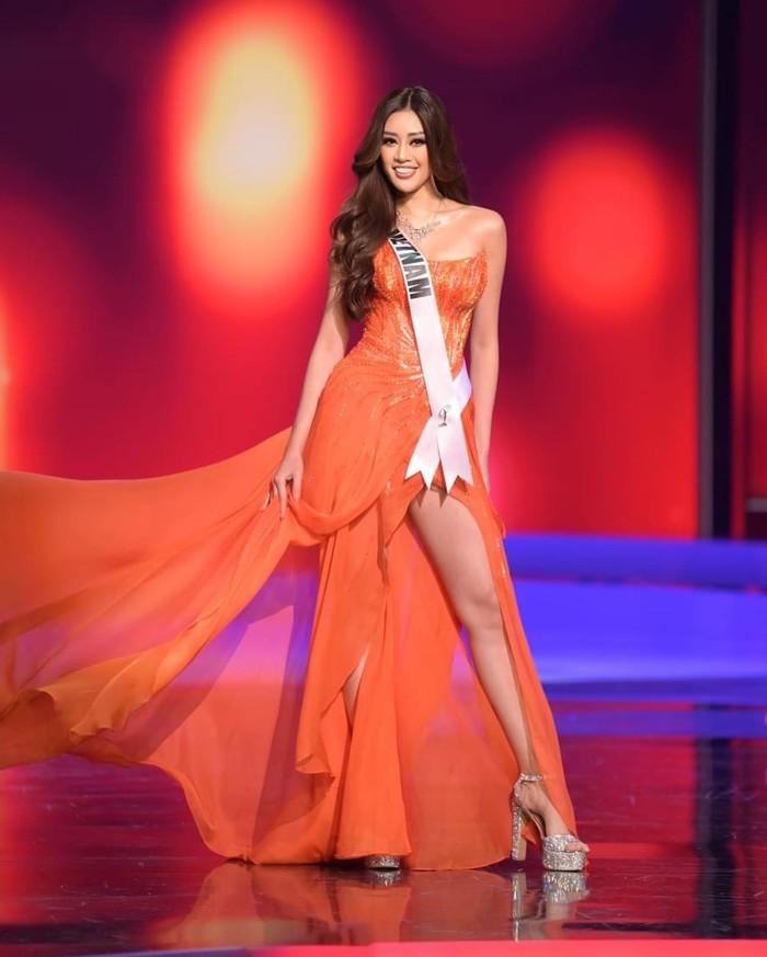 Khánh Vân nổi bật với 3 gam màu rực rỡ trong đêm thi Bán kết Miss Universe - Ảnh 9.