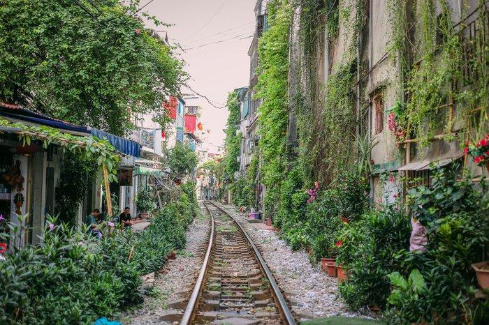 Ngắm vẻ đẹp bình lặng của phố phường Hà Nội những ngày dịch Covid-19 bùng phát - Ảnh 3.