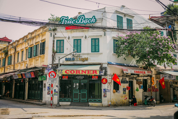 Ngắm vẻ đẹp bình lặng của phố phường Hà Nội những ngày dịch Covid-19 bùng phát - Ảnh 7.