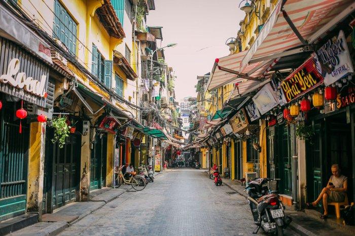 Ngắm vẻ đẹp bình lặng của phố phường Hà Nội những ngày dịch Covid-19 bùng phát - Ảnh 6.