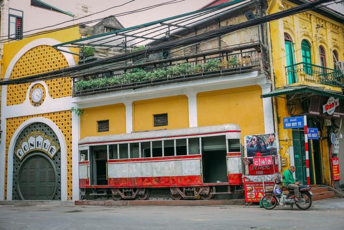 Ngắm vẻ đẹp bình lặng của phố phường Hà Nội những ngày dịch Covid-19 bùng phát - Ảnh 8.