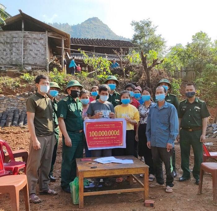 Bộ đội biên phòng Tả Gia Khâu vận động, hỗ trợ người dân đặc biệt khó khăn có nhà ở kiên cố - Ảnh 1.