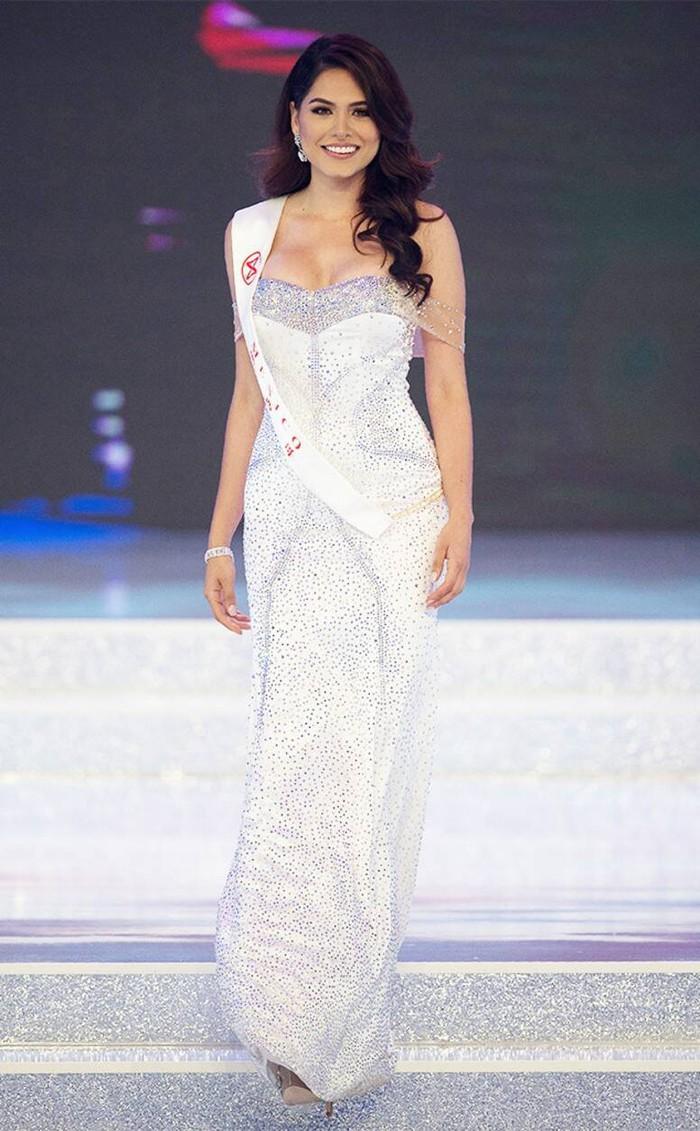 Andrea Meza: Từ Á hậu Thế giới đến Hoa hậu Hoàn vũ - Ảnh 1.