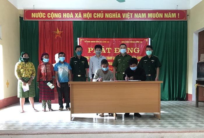 Các hộ gia đình ở biên giới Hà Giang ký cam kết thực hiện phòng, chống dịch và xuất nhập cảnh trái phép  - Ảnh 1.
