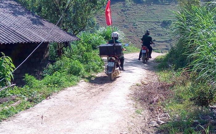 Các hộ gia đình ở biên giới Hà Giang ký cam kết thực hiện phòng, chống dịch và xuất nhập cảnh trái phép  - Ảnh 2.