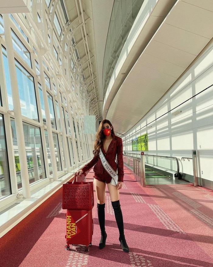 Khánh Vân liên tục thay trang phục trên đường bay đến Mỹ thi Hoa hậu Hoàn vũ - Ảnh 5.