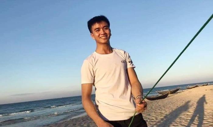 Chủ tịch tỉnh Nghệ An thăm hỏi gia đình nam sinh viên quên mình cứu 3 bạn thoát khỏi đuối nước - Ảnh 2.