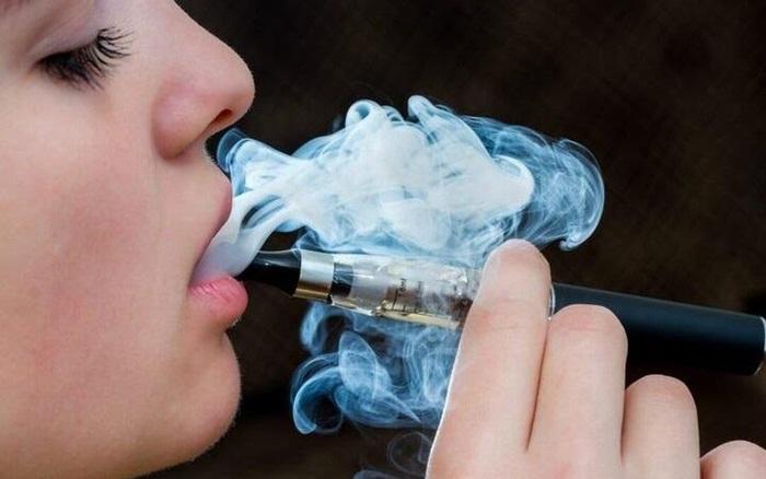 """Ngày Thế giới không thuốc lá 31/5: Thuốc lá điện tử """"tấn công"""" phụ nữ và trẻ em"""