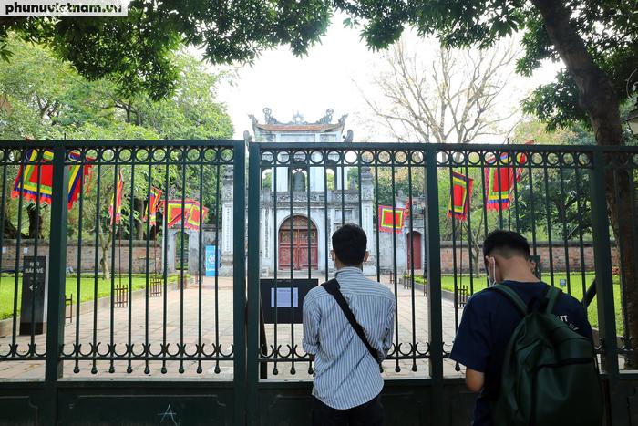 Các di tích nổi tiếng ở Hà Nội đồng loạt đóng cửa để phòng chống Covid-19 - Ảnh 1.