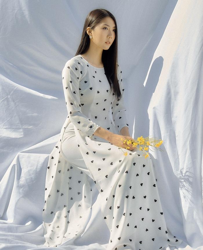 Ngọc Quyên khoe bộ sưu tập áo dài trên tạp chí thời trang danh tiếng của Mỹ - Ảnh 4.