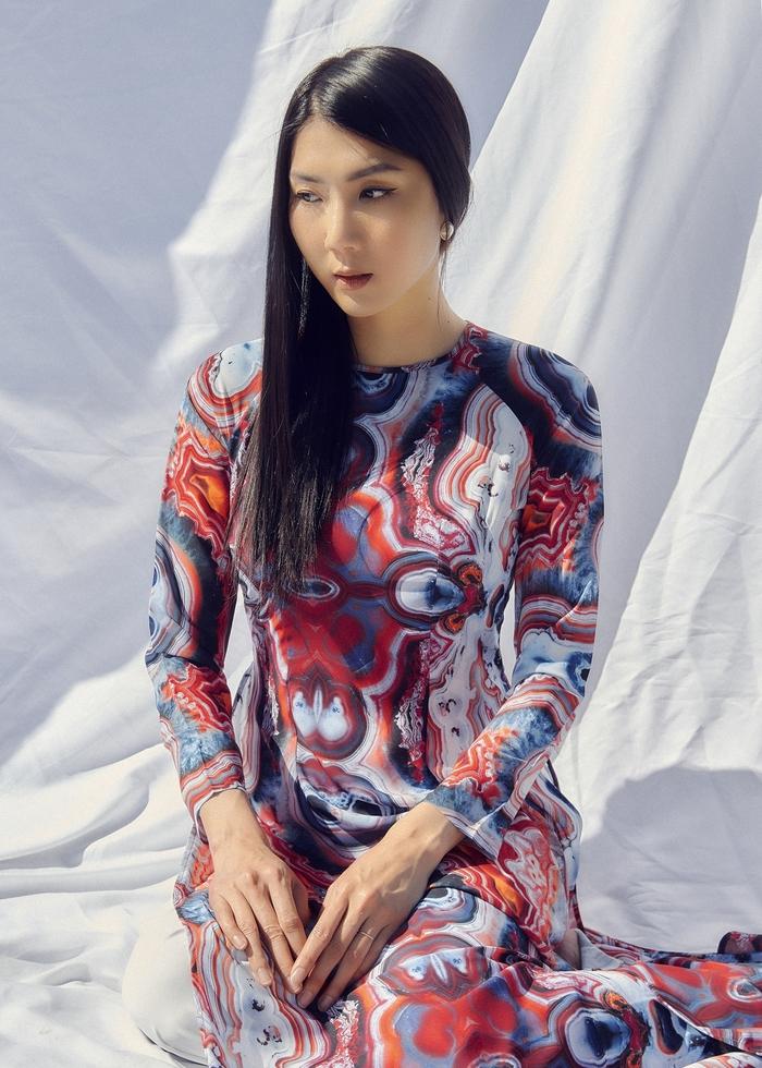 Ngọc Quyên khoe bộ sưu tập áo dài trên tạp chí thời trang danh tiếng của Mỹ - Ảnh 3.