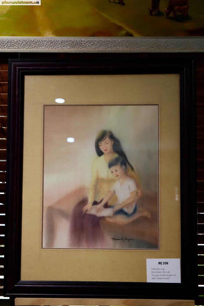 """Tác phẩm """"Mẹ con""""  - Tranh lụa của họa sĩ Thanh Huyền Võ"""