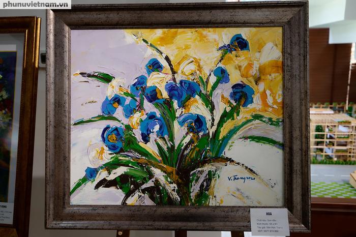 """Tác phẩm tranh sơn dầu """"Hoa"""" của họa sĩ Văn Huệ Trang"""