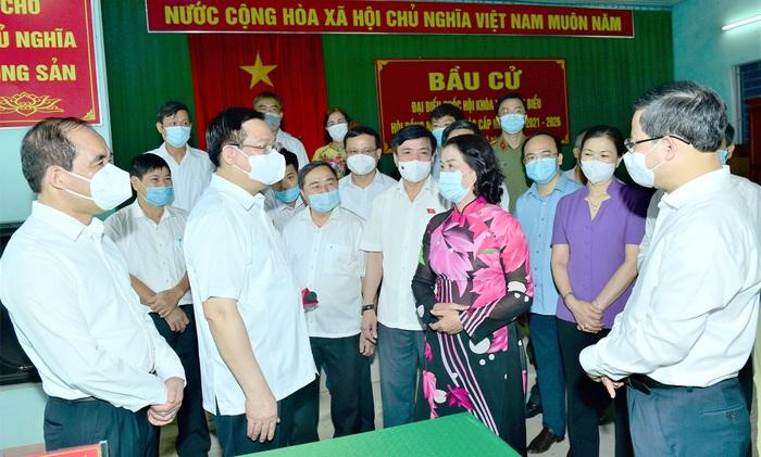 Chủ tịch Quốc hội yêu cầu Tuyên Quang có kịch bản bầu cử phù hợp diễn biến dịch Covid -19 - Ảnh 1.