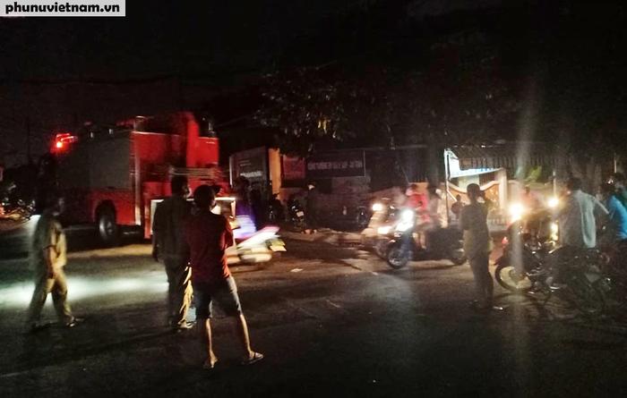 Cháy nhà tại TPHCM khiến 8 người chết: Cơ quan chức năng bảo vệ hiện trường để điều tra làm rõ nguyên nhân - Ảnh 2.