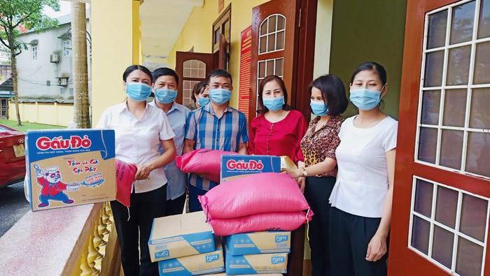 Các cấp Hội LHPN tỉnh Yên Bái ủng hộ hơn 15.000 khẩu trang cho người dân phòng, chống dịch - Ảnh 1.