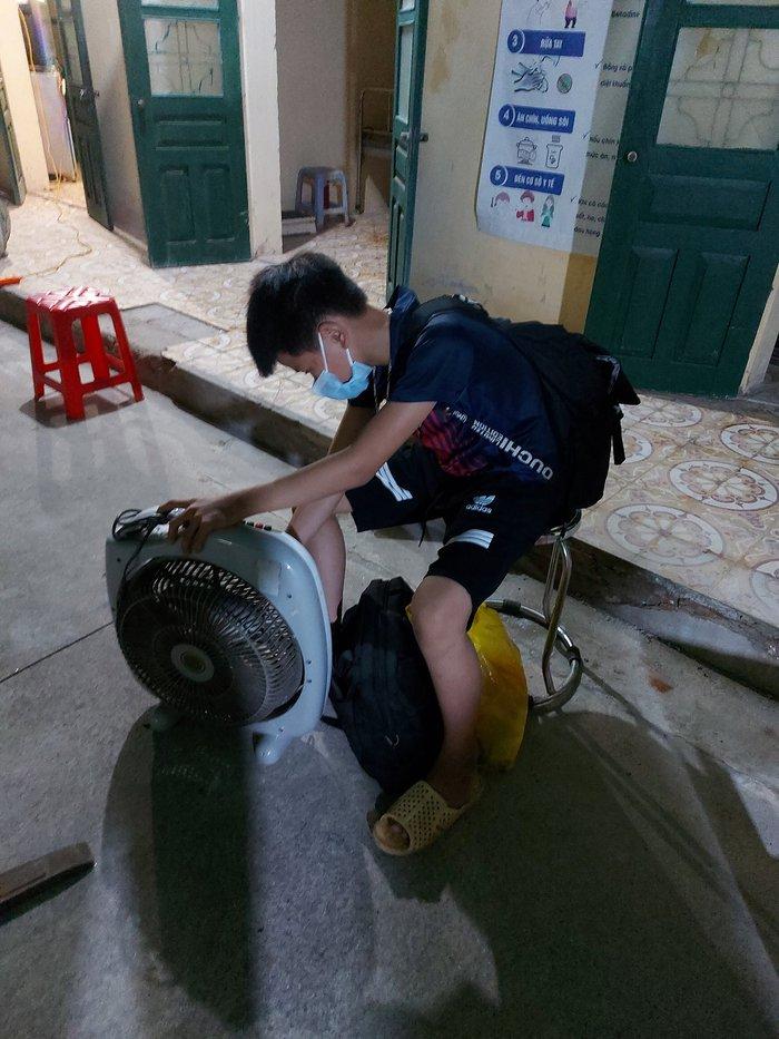Hưng Yên: 41 học sinh và 3 giáo viên là F1 của nữ sinh lớp 7 mắc Covid-19 ở xã Tân Châu - Ảnh 2.