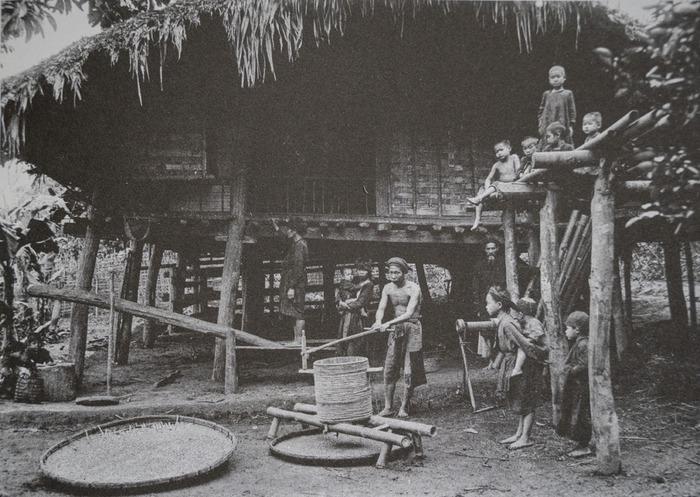 Trẻ em các vùng miền Việt Nam cách nay hơn 100 năm - Ảnh 11.