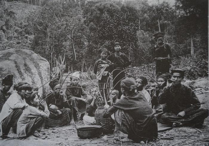Trẻ em các vùng miền Việt Nam cách nay hơn 100 năm - Ảnh 4.