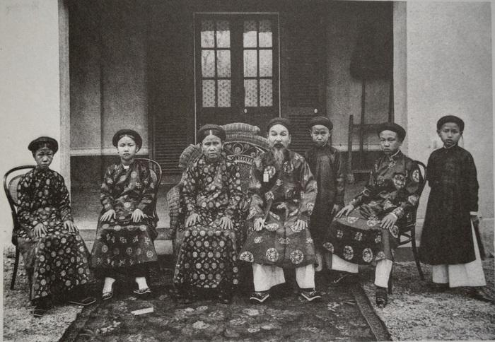 Trẻ em các vùng miền Việt Nam cách nay hơn 100 năm - Ảnh 6.