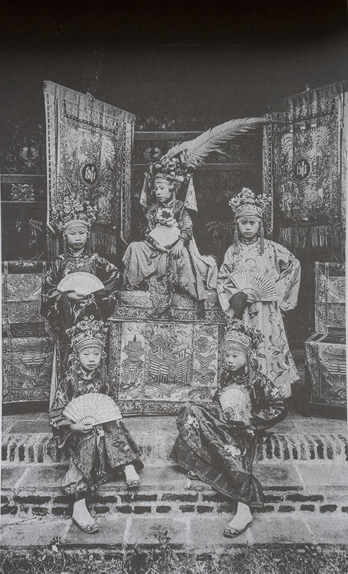 Trẻ em các vùng miền Việt Nam cách nay hơn 100 năm - Ảnh 16.
