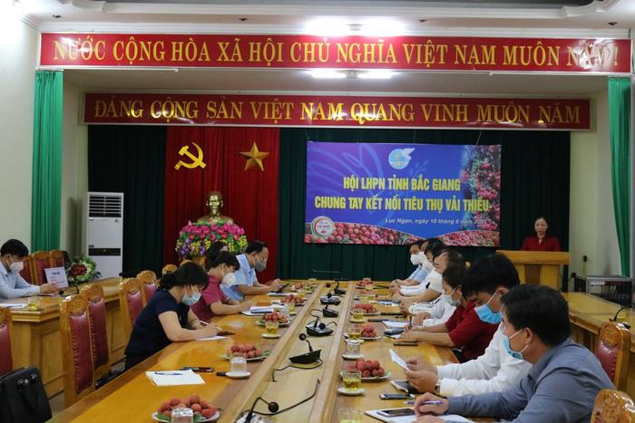 Phụ nữ Bắc Giang chung tay kết nối tiêu thụ vải thiều - Ảnh 1.