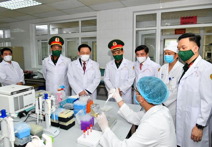 Chủ tịch Quốc hội yêu cầu đẩy nhanh thử tiến độ nghiệm lâm sàng giai đoạn 3 vaccine ngừa Covid-19 Nano Covax  - Ảnh 1.