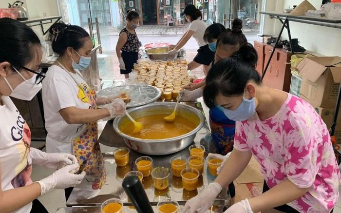 9X Hà Nội nấu hàng nghìn cốc chè hỗ trợ người dân vùng dịch Bắc Giang