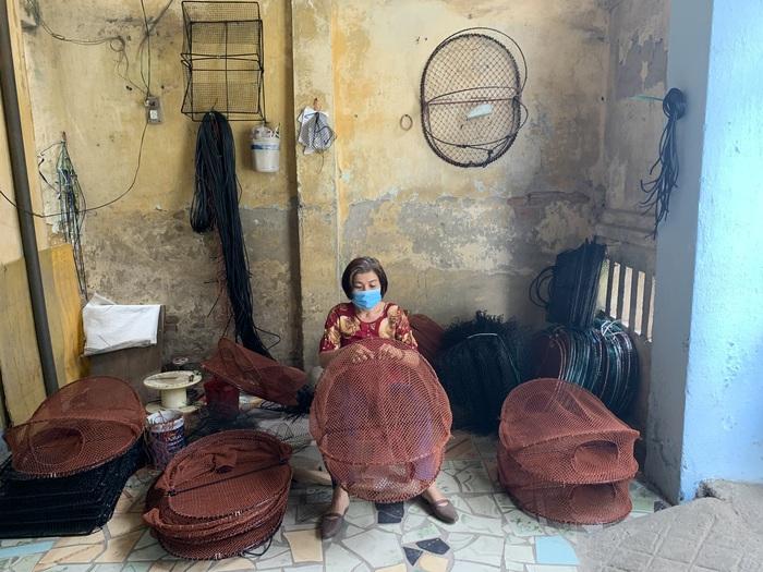 Giúp phụ nữ giảm nghèo từ nghề đan lưới xuất khẩu - Ảnh 1.