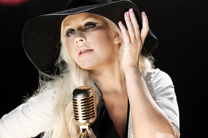 """5 ca khúc được mệnh danh là """"thánh ca"""" của cộng đồng LGBT - Ảnh 4."""