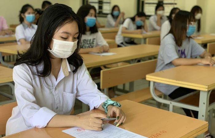 Học sinh thi vào lớp 10 Hà Nội nghe quy chế thi trực tuyến - Ảnh 1.