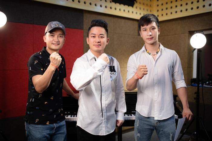 """Ca sĩ Tùng Dương cùng ê kíp thực hiện MV """"Cảm ơn những trái tim yêu người"""""""