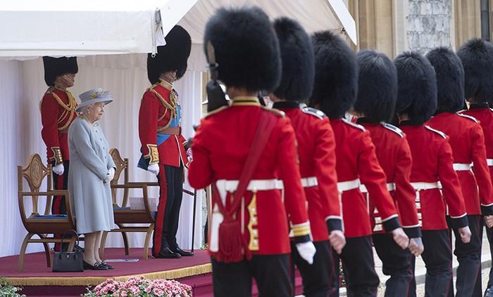 Lễ diễu binh mừng sinh nhật lần thứ 95 của nữ hoàng Anh Elizabeth II - Ảnh 1.