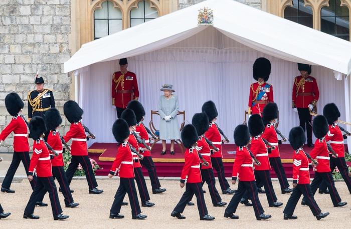 Lễ diễu binh mừng sinh nhật lần thứ 95 của nữ hoàng Anh Elizabeth II - Ảnh 3.