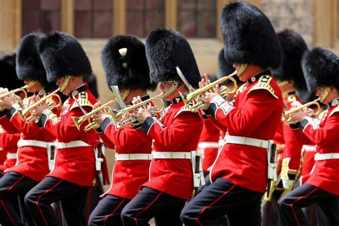 Lễ diễu binh mừng sinh nhật lần thứ 95 của nữ hoàng Anh Elizabeth II - Ảnh 4.