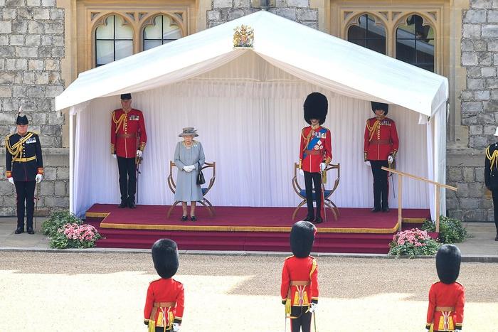 Lễ diễu binh mừng sinh nhật lần thứ 95 của nữ hoàng Anh Elizabeth II - Ảnh 7.