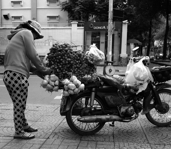 Sài Gòn, phố và người những ngày giãn cách - Ảnh 2.