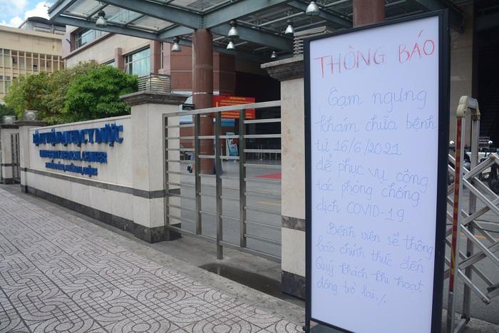 Bệnh viện Đại học Y Dược TPHCM tạm ngừng hoạt động do nữ điều dưỡng nghi mắc Covid-19 - Ảnh 1.