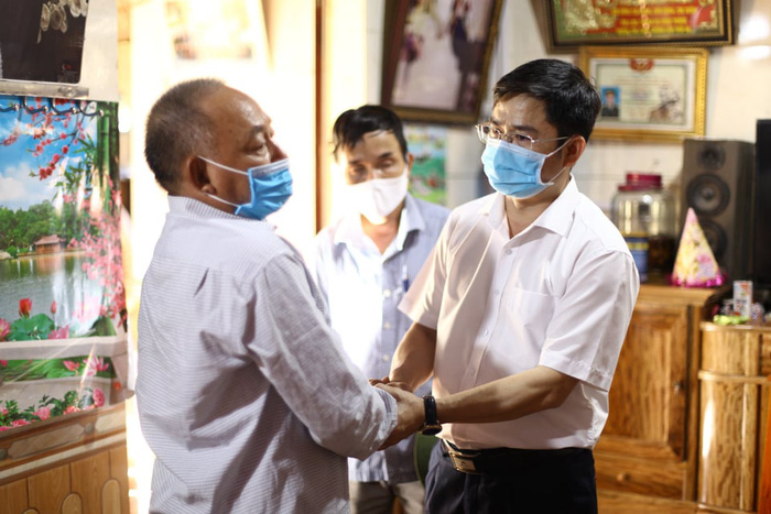 Vụ cháy phòng trà 6 người tử vong ở Nghệ An: Nỗi đau quặn thắt người ở lại - Ảnh 5.
