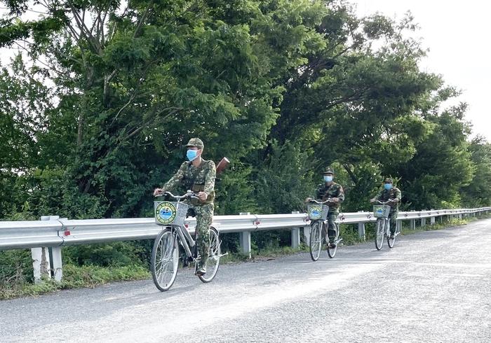 Xe đạp theo nhịp bước tuần tra biên giới  - Ảnh 2.