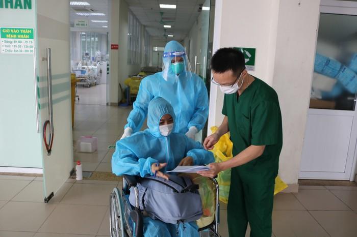 Nữ bệnh nhân Covid-19 phải lọc máu 6 lần được chữa khỏi - Ảnh 1.