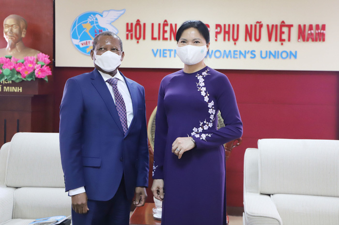 Chủ tịch Hội LHPN Việt Nam Hà Thị Nga và Đại sứ Nam Phi Mpetjane Kgaogelo Lekgoro