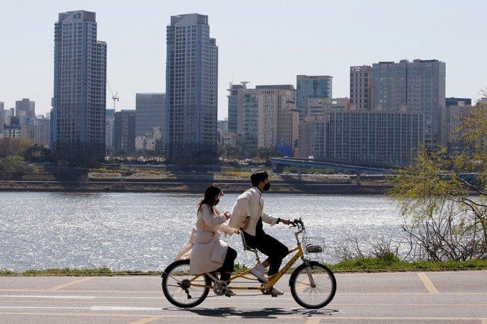 """Giới trẻ Hàn Quốc thay đổi quan điểm trong việc trả tiền """"tình phí"""" - Ảnh 1."""