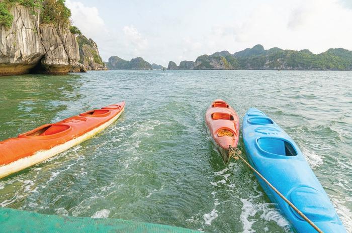 Khám phá vịnh Lan hạ bằng thuyền KayaK Là một trải nghiệm mà bạn nên thử