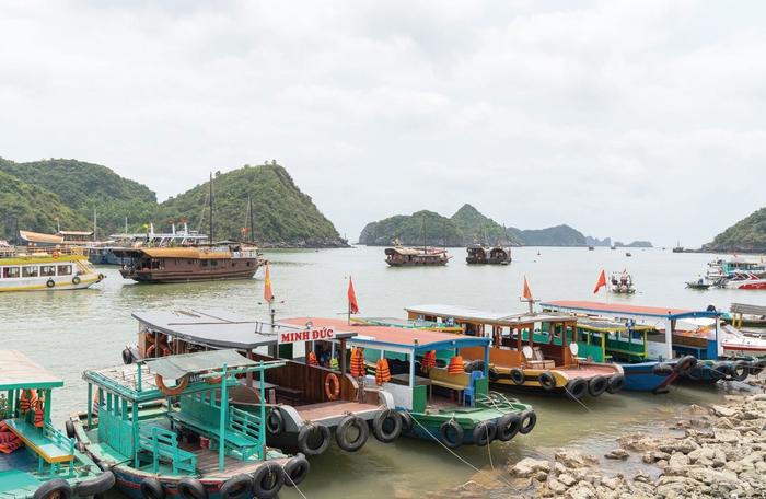 Bến tàu đi tham quan vịnh