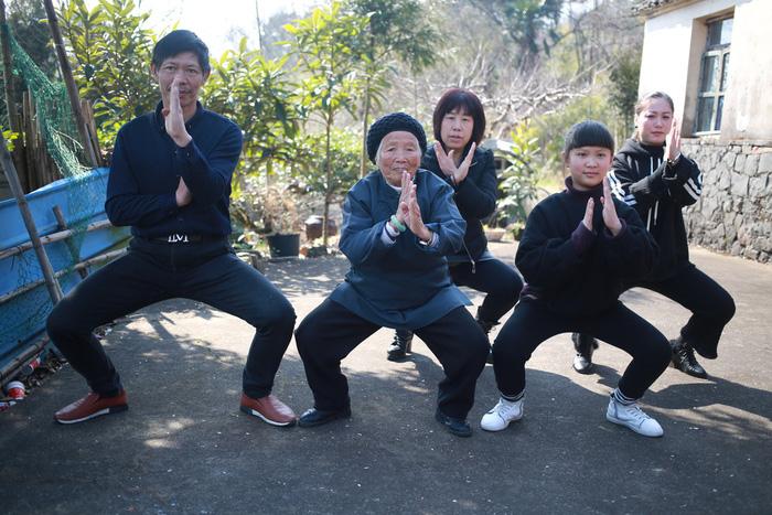 Trung Quốc: Bà cụ 98 tuổi cả đời hết mình vì võ thuật - Ảnh 2.