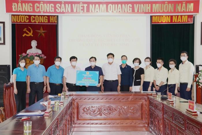 Công đoàn Y tế Việt Nam hỗ trợ Bắc Giang và Bắc Ninh  - Ảnh 2.