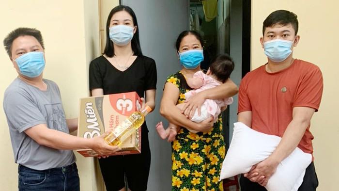 Chủ nhà hàng nấu cơm miễn phí phục vụ đoàn y bác sĩ nơi tâm dịch Bắc Giang - Ảnh 1.